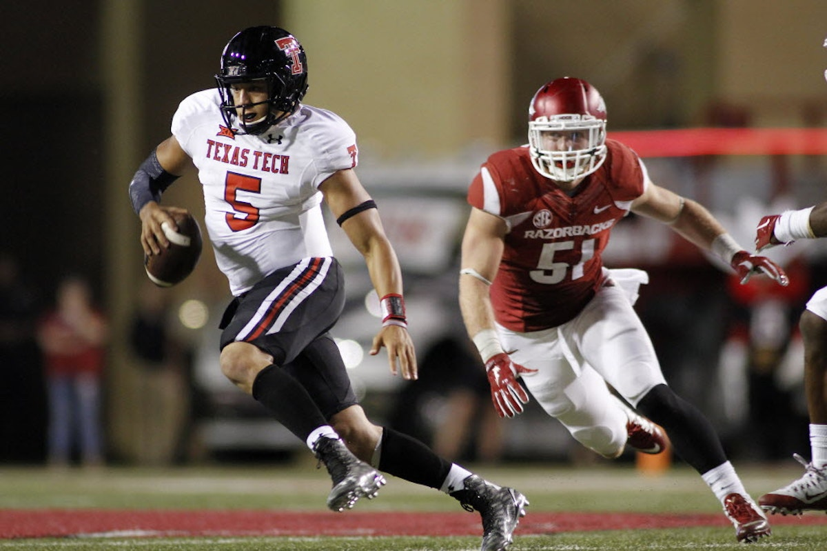 1461555240-texas-tech-arkansas-football