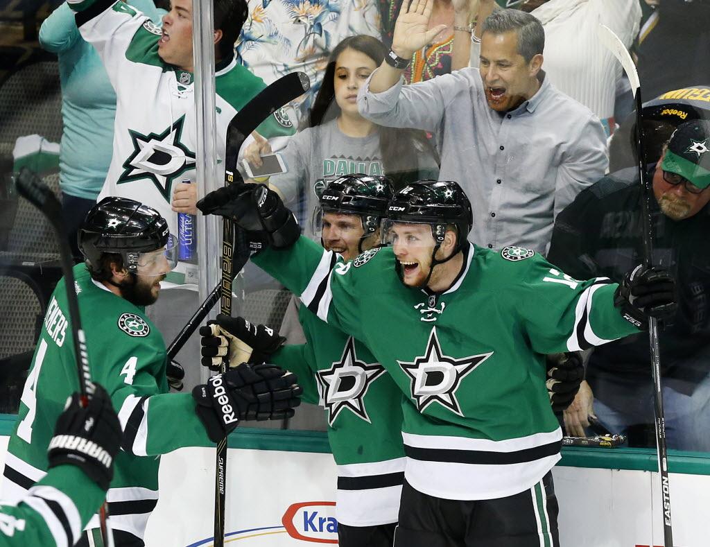 1462022560-blues-stars-hockey