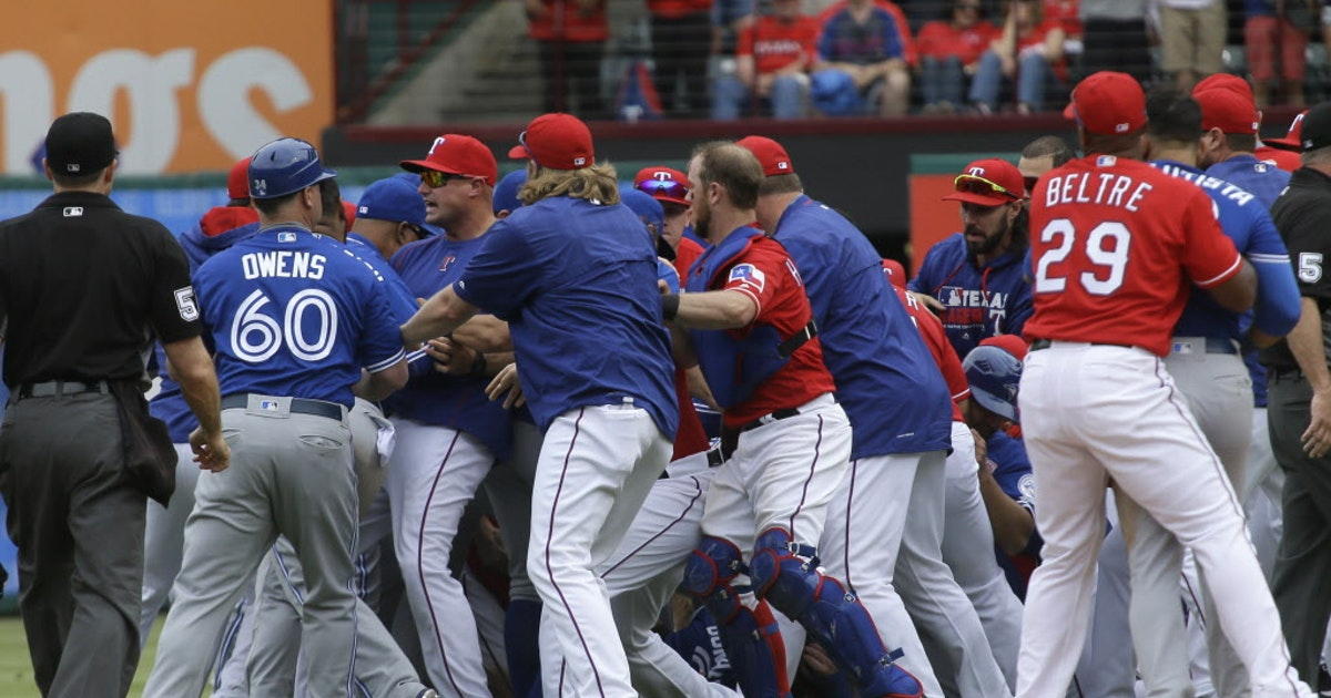 Texas Rangers: WATCH: Rougned Odor punches Jose Bautista in the face after Blue Jays outfielder retaliates to being hit by pitch | SportsDay