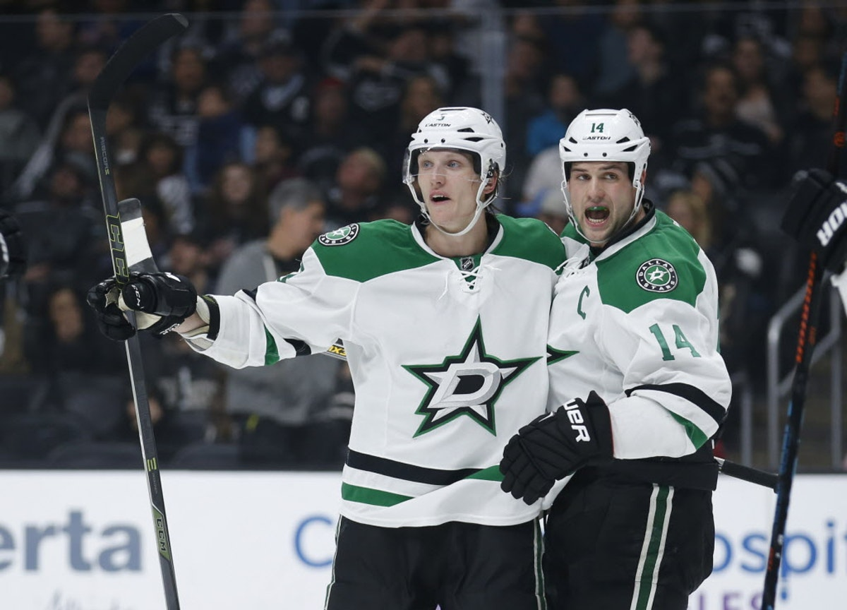 1474329485-stars_kings_hockey_49797645-(2)