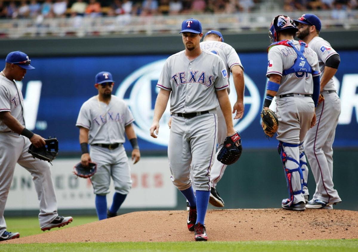 1476970376-rangers-twins-baseball