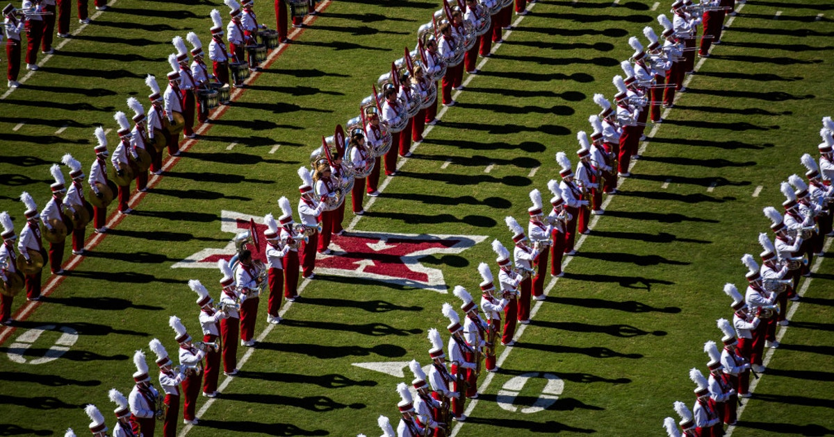 College Sports: Oklahoma's band played 'Boomer Sooner' an absurd