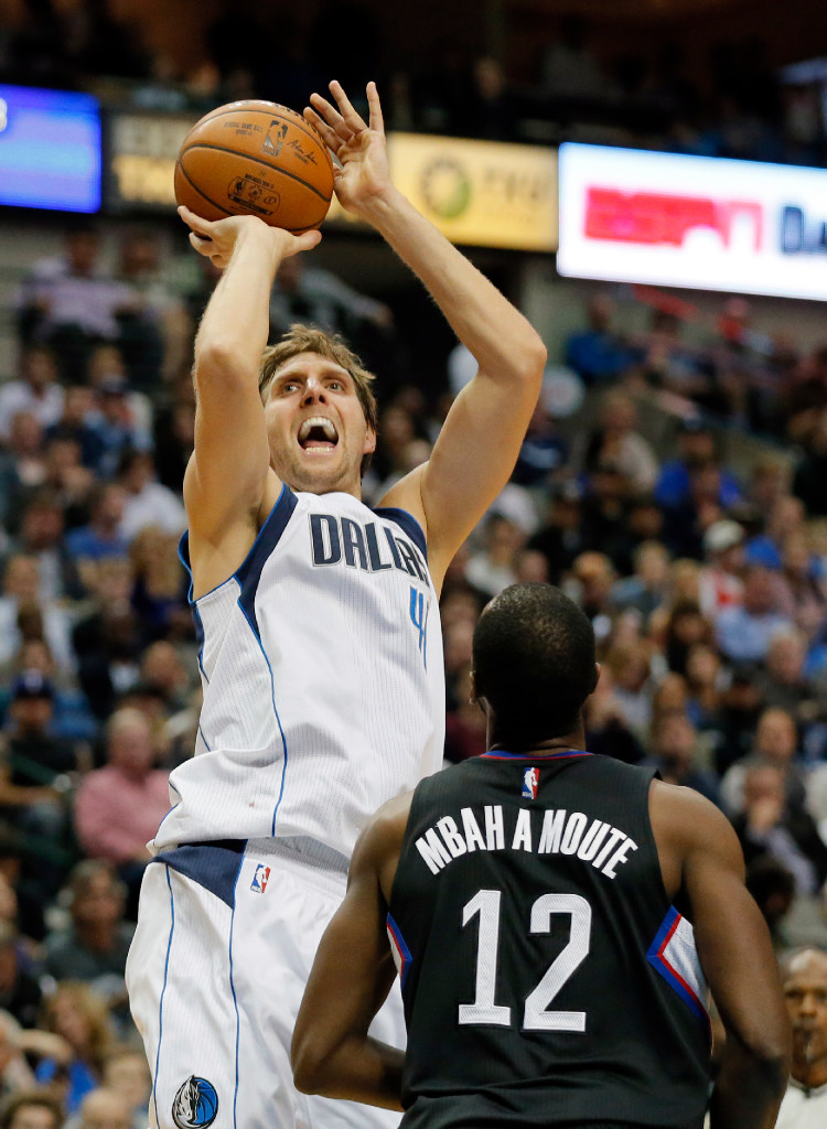 1481168239-clippers-mavericks-basketball