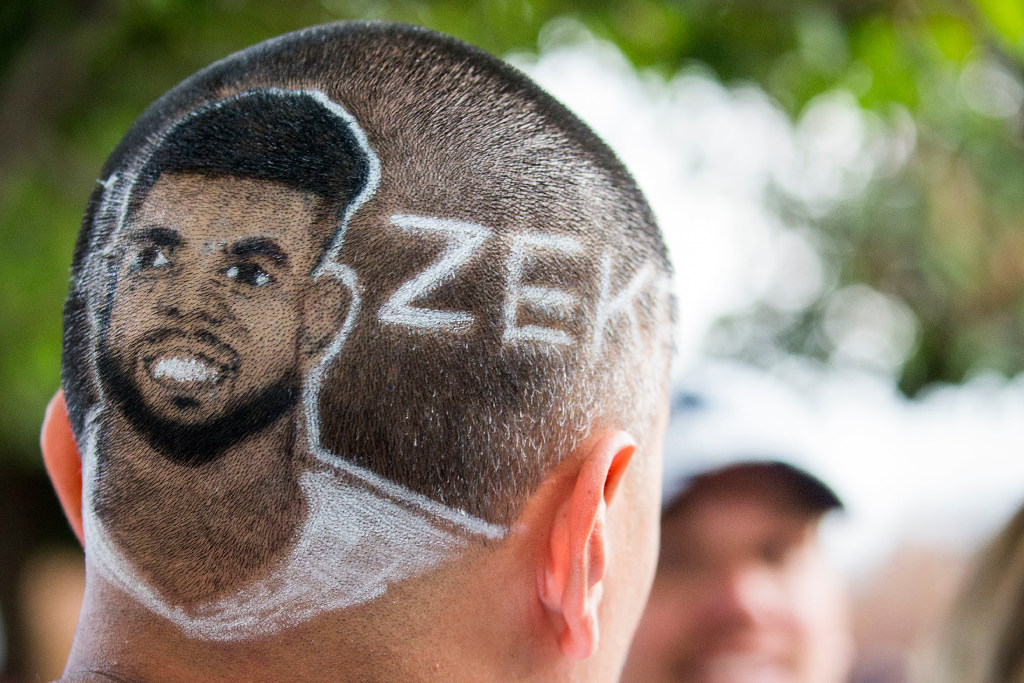 Dallas Cowboys Photos A Sleek Zeke Haircut Jerry S Helicopter