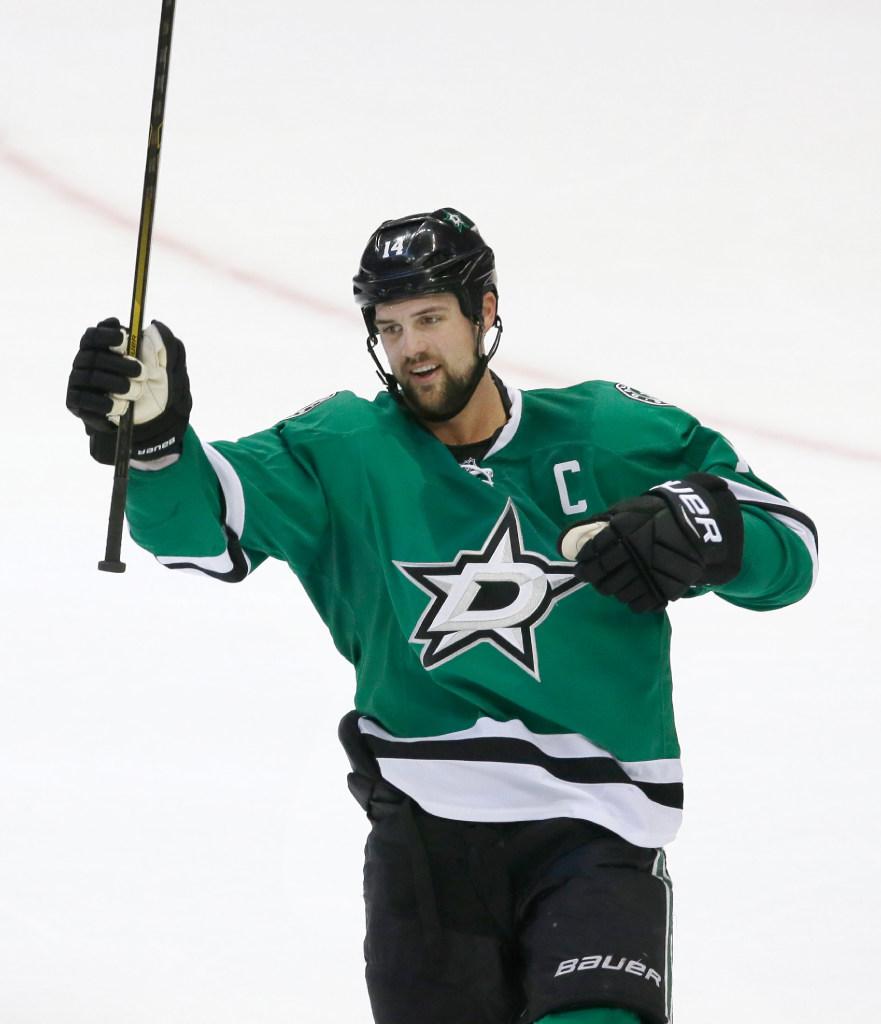 1487476182-lightning-stars-hockey