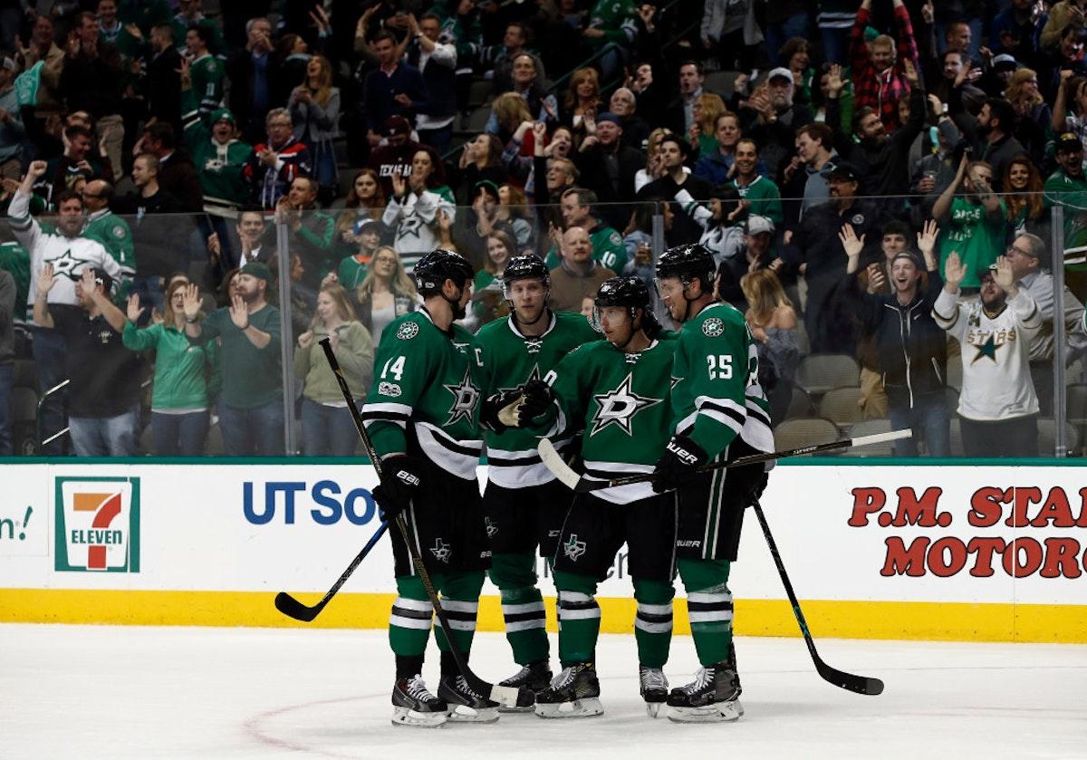 1488070286-coyotes-stars-hockey