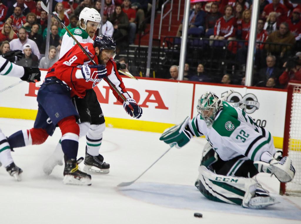 1488935918-stars-capitals-hockey