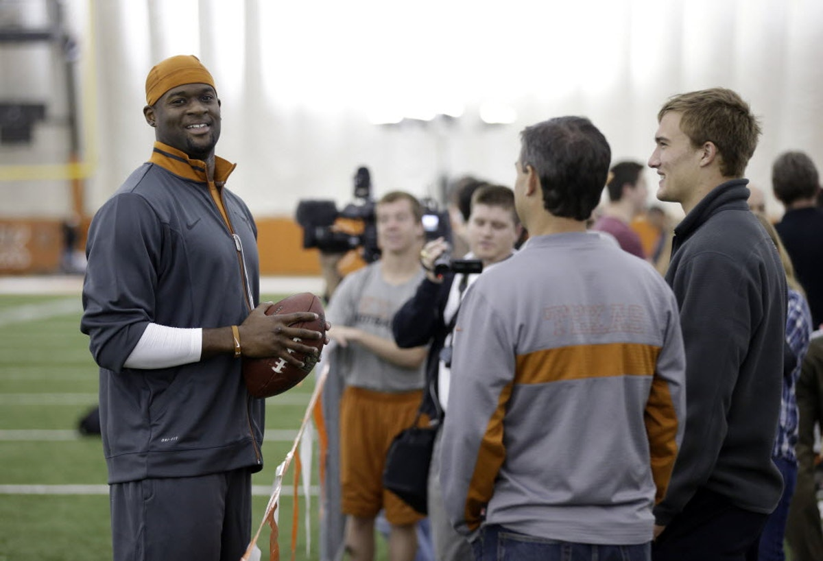 1498583330-vince-young-football