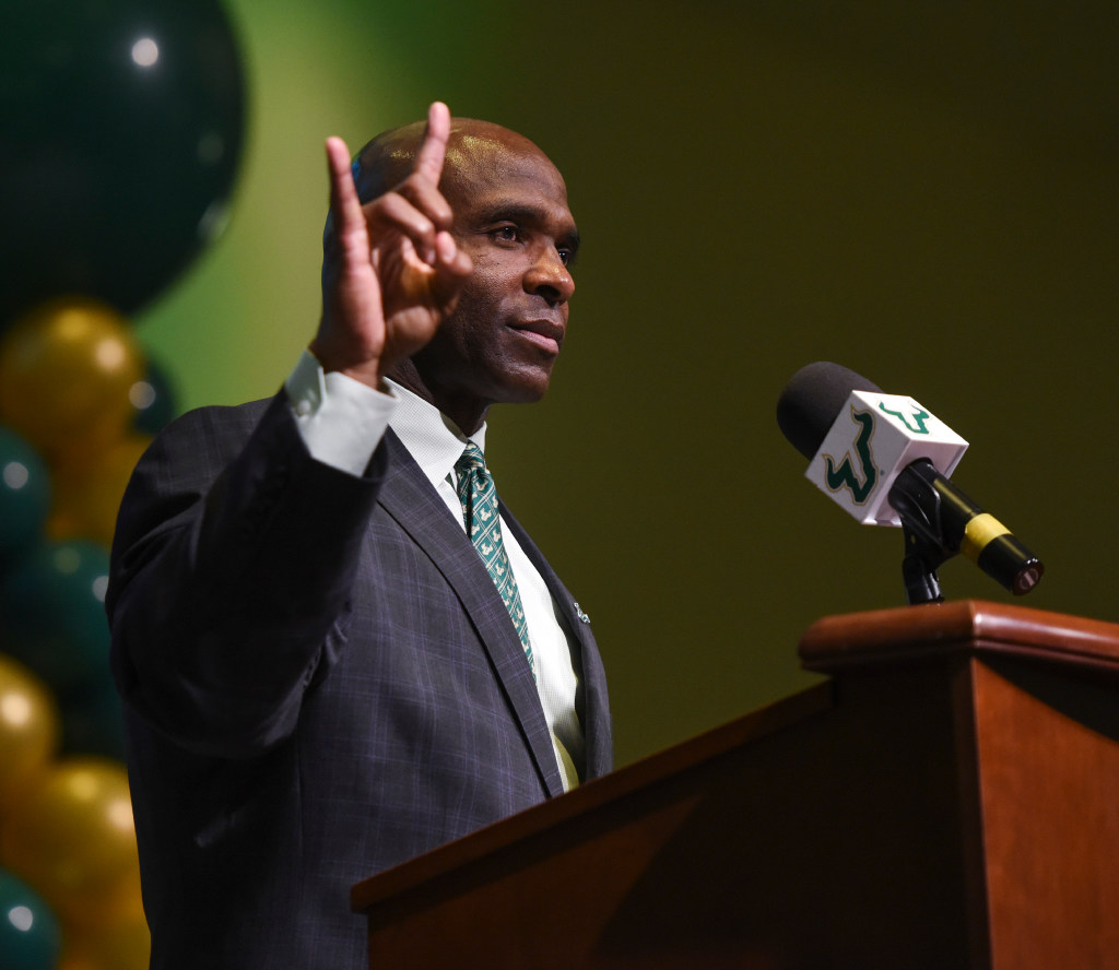 Look: Former Texas coaches Charlie Strong and Mack Brown pose together, throw up 'Hook 'em Horns' sign