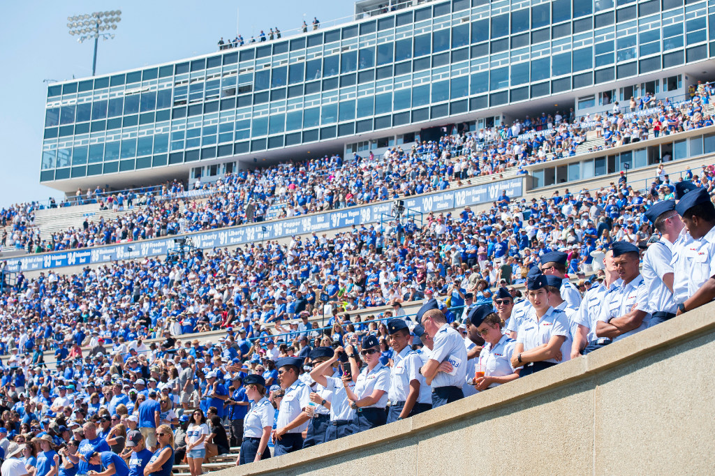 Bishop Lynch OL Cole Garcia commits to Air Force