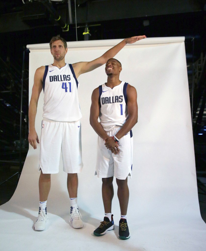 1506384922-mavericks-media-basketball