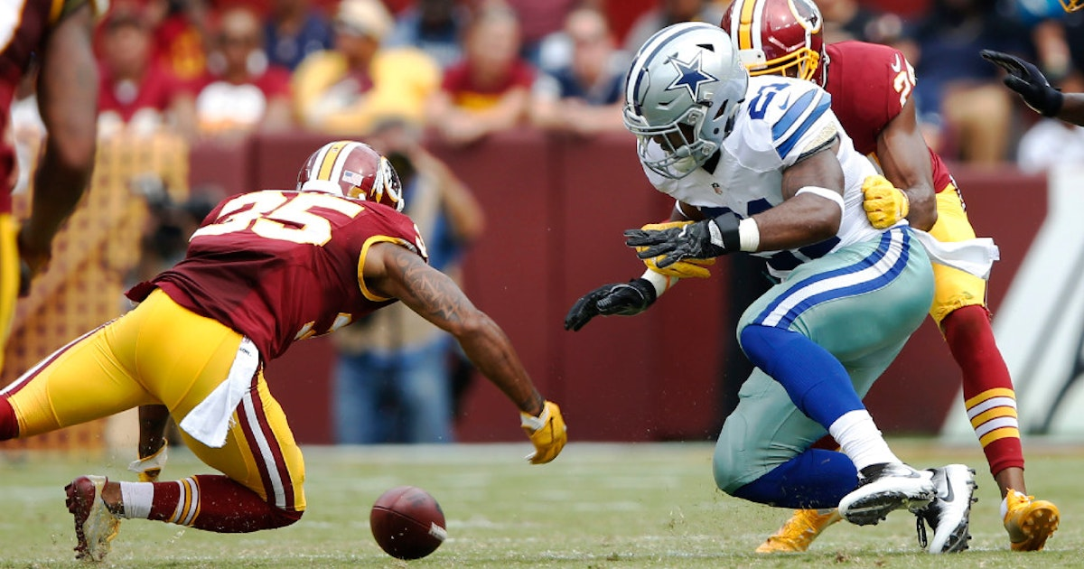 0e289012b Dallas Cowboys  Ezekiel Elliott knew he needed to watch out for fumbles vs.  Redskins