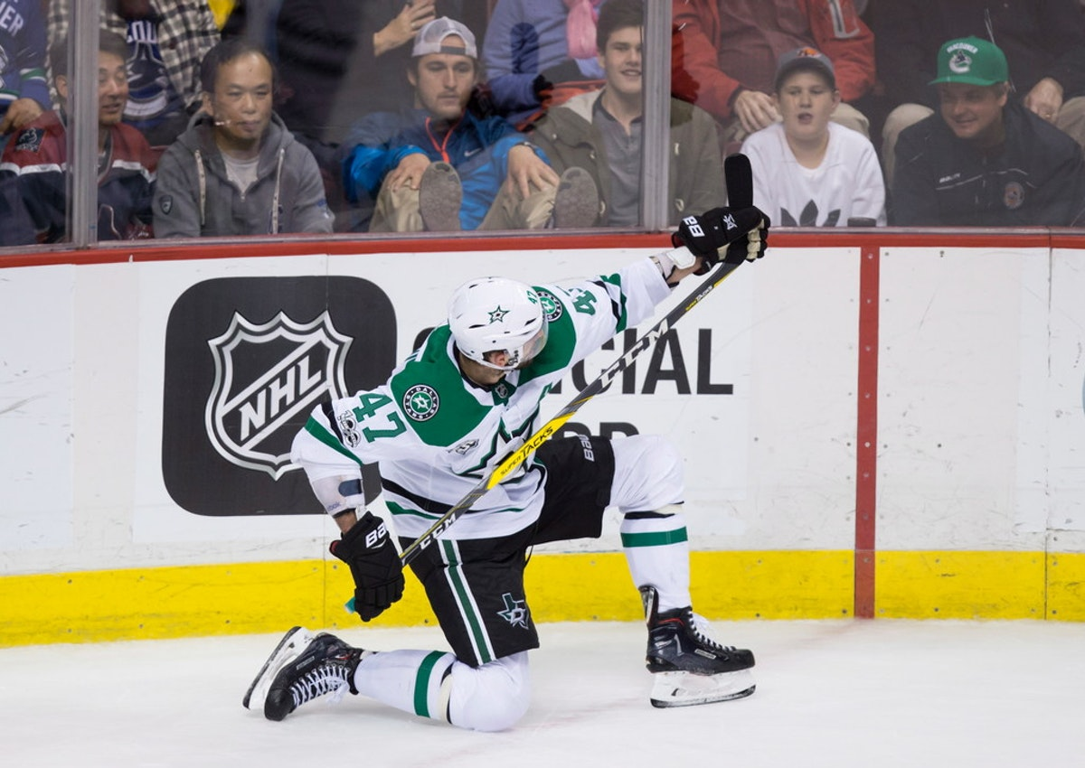 1509425552-aptopix-stars-canucks-hockey