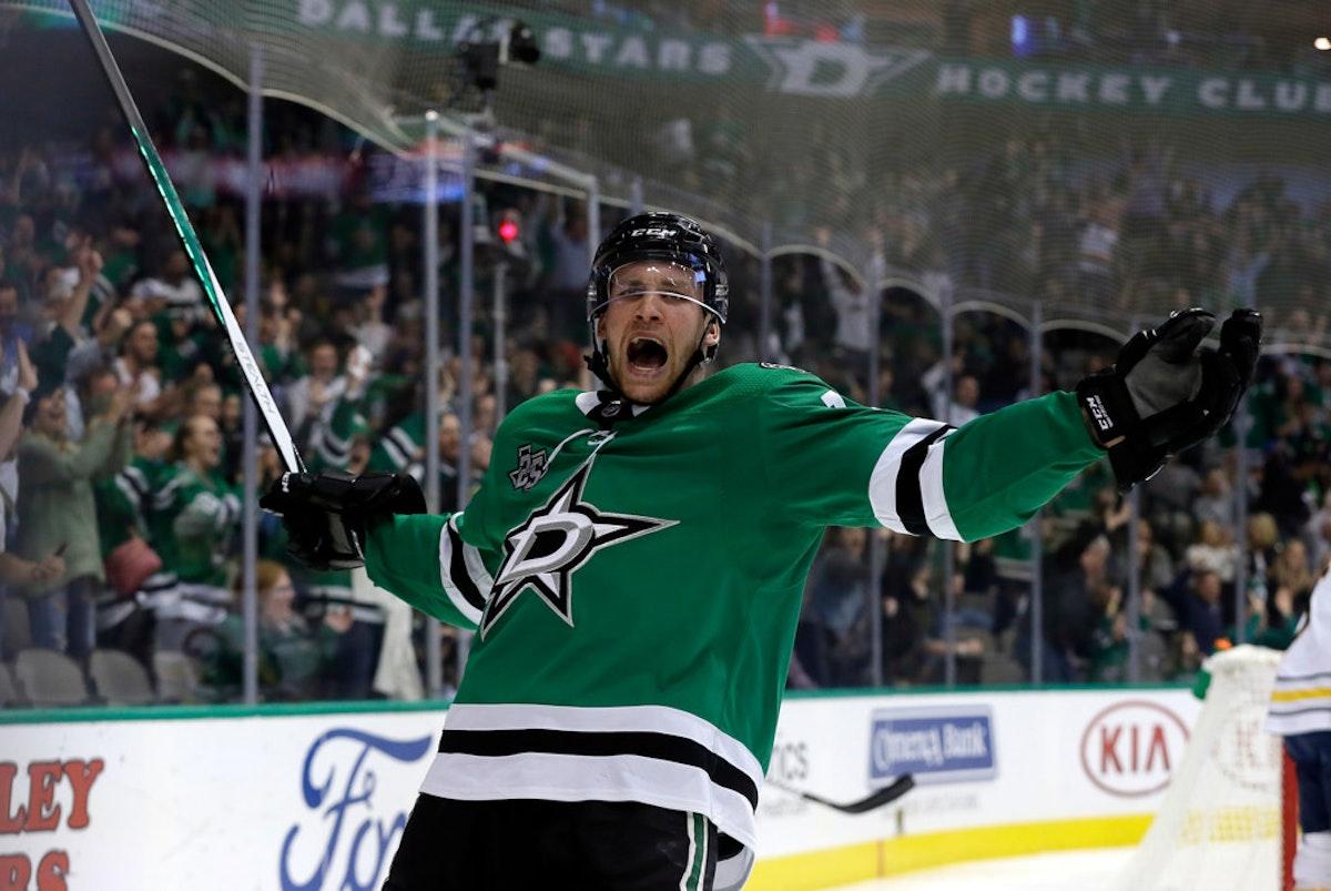 1509850137-sabres-stars-hockey