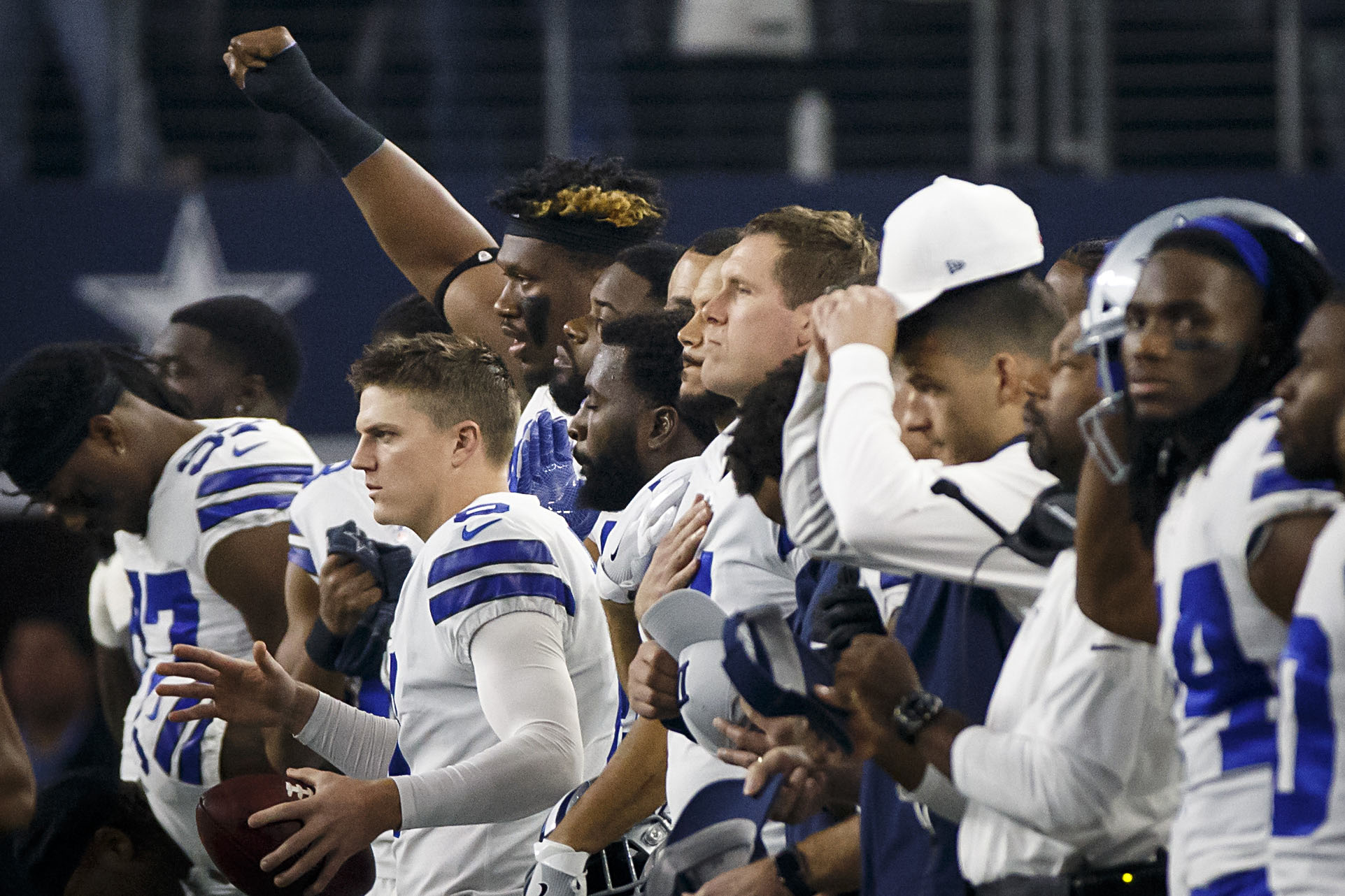 6bbbe12bad24 Dallas Cowboys  How the Cowboys and their opponents handled pregame  national anthem throughout the season