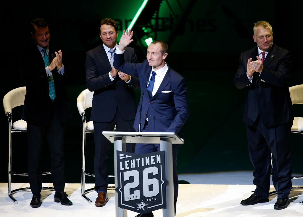 Dallas Stars  Former Stars great Jere Lehtinen honored by family ... 9abad66ae