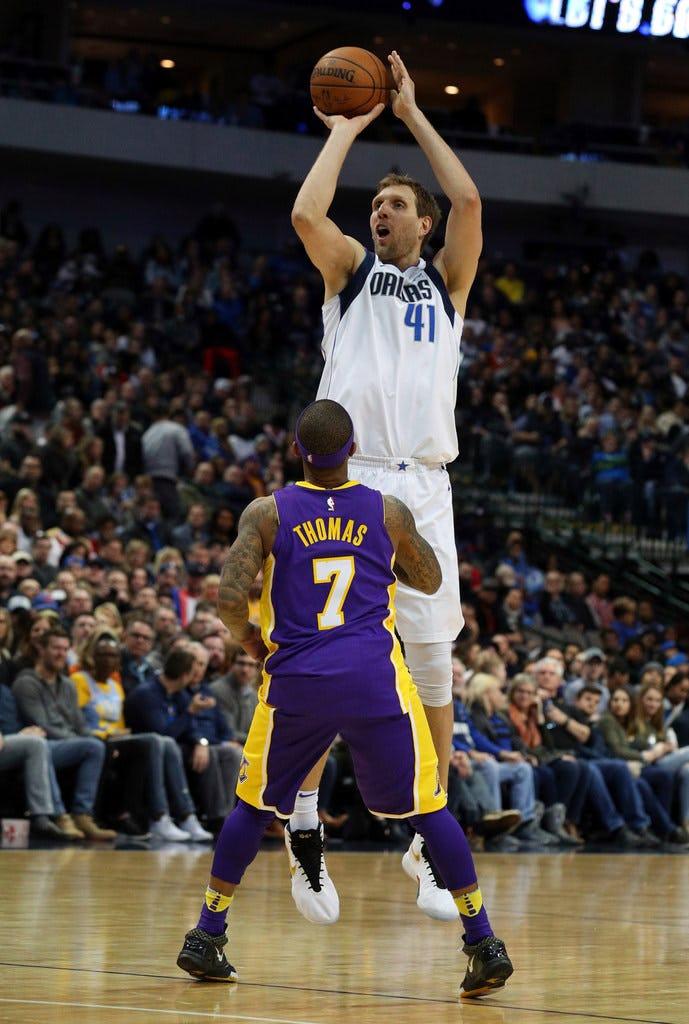 1518329301-Lakers-Mavericks-Basketball.j