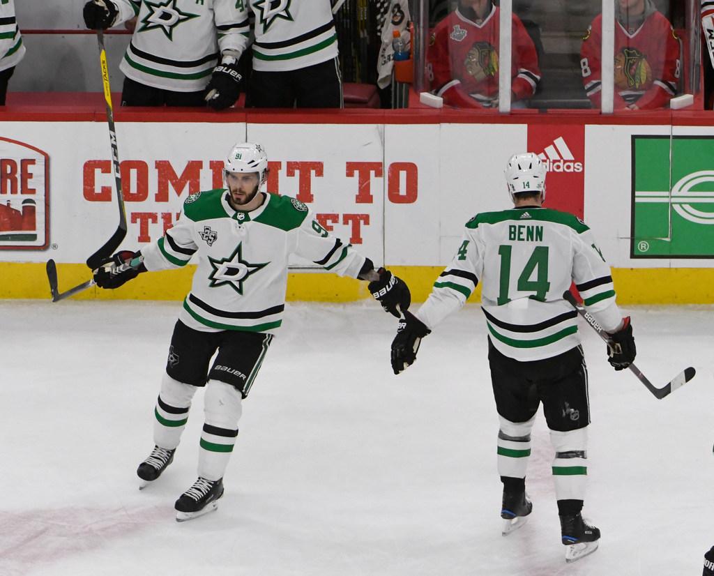 1519422004-stars-blackhawks-hockey