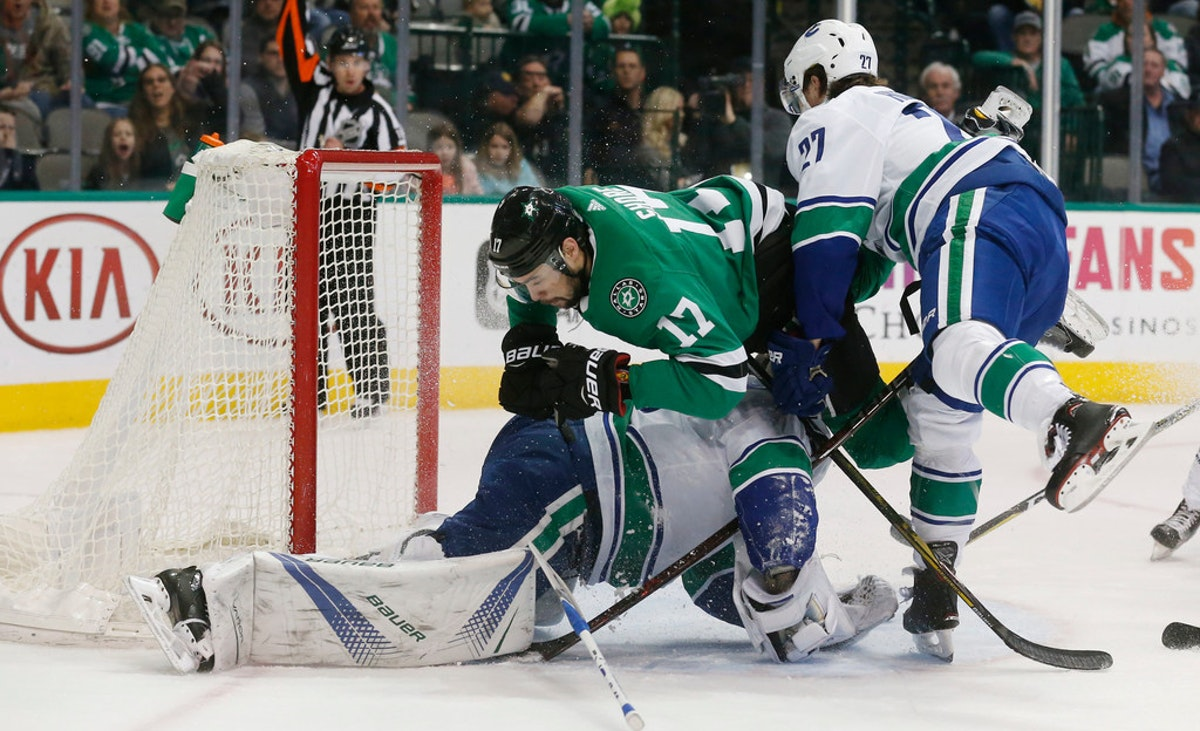 1521995970-canucks-stars-hockey