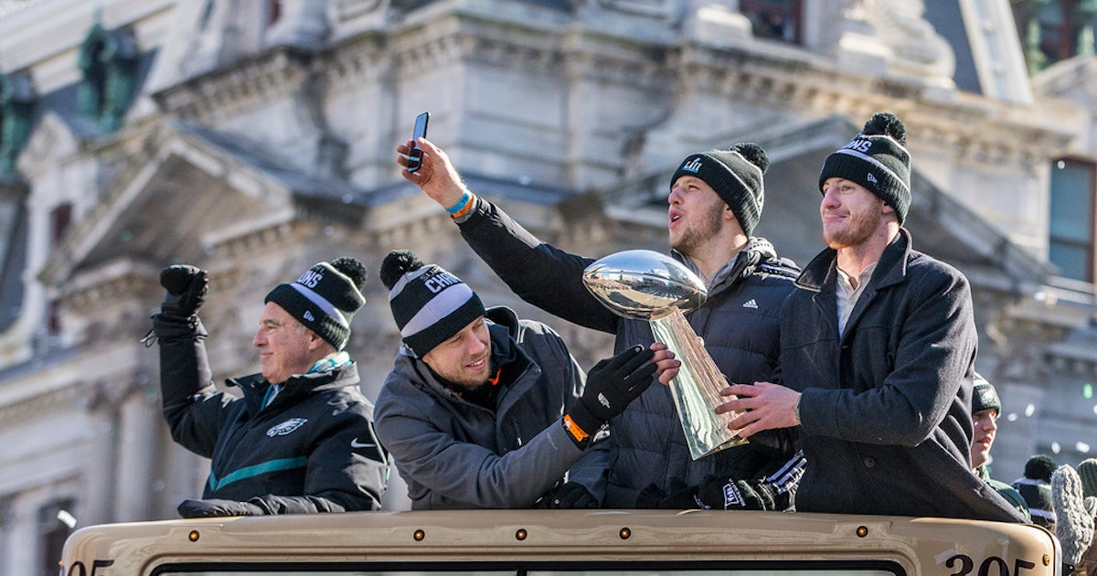 Sports Fbn Eagles Parade 17 Ph 630 Format Crop Faces Fit News Trouble Coming Cowboys