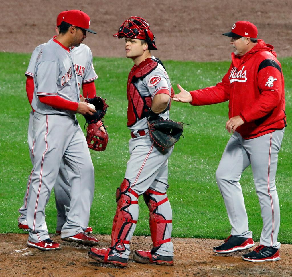 1523650386-reds-pirates-baseball