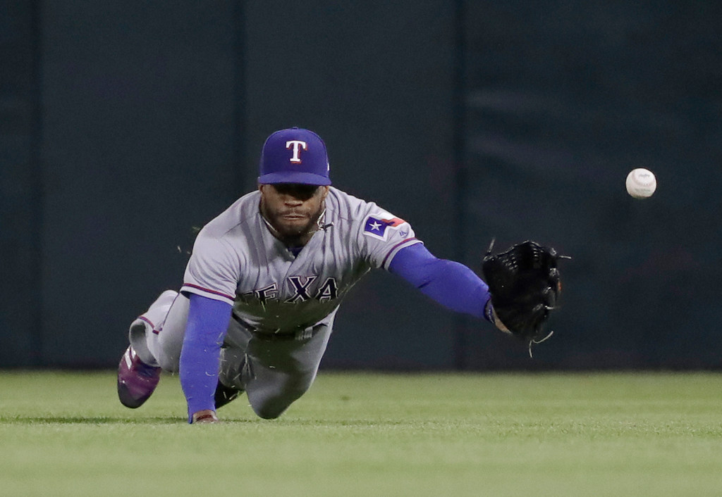 Chicago's 8th-inning rally tops Rangers in tough road loss