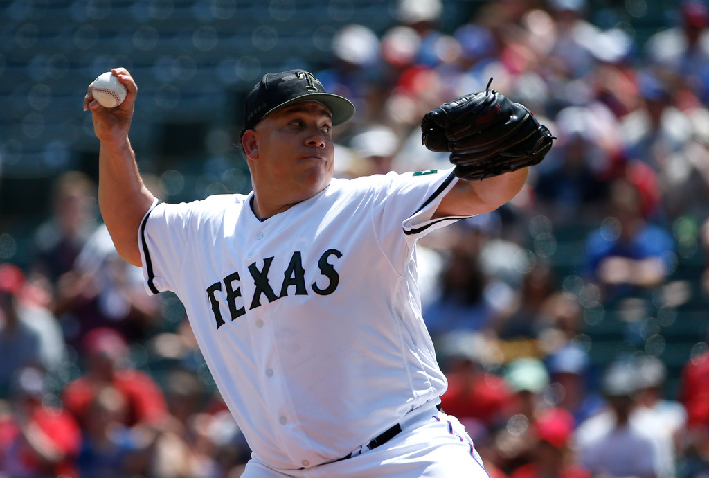 Some like it hot: 97-degree day can't rattle Bartolo Colon in pursuit of Latin American greats
