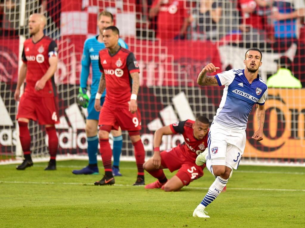 FC Dallas sneaks past Galaxy in Los Angeles, 3-2