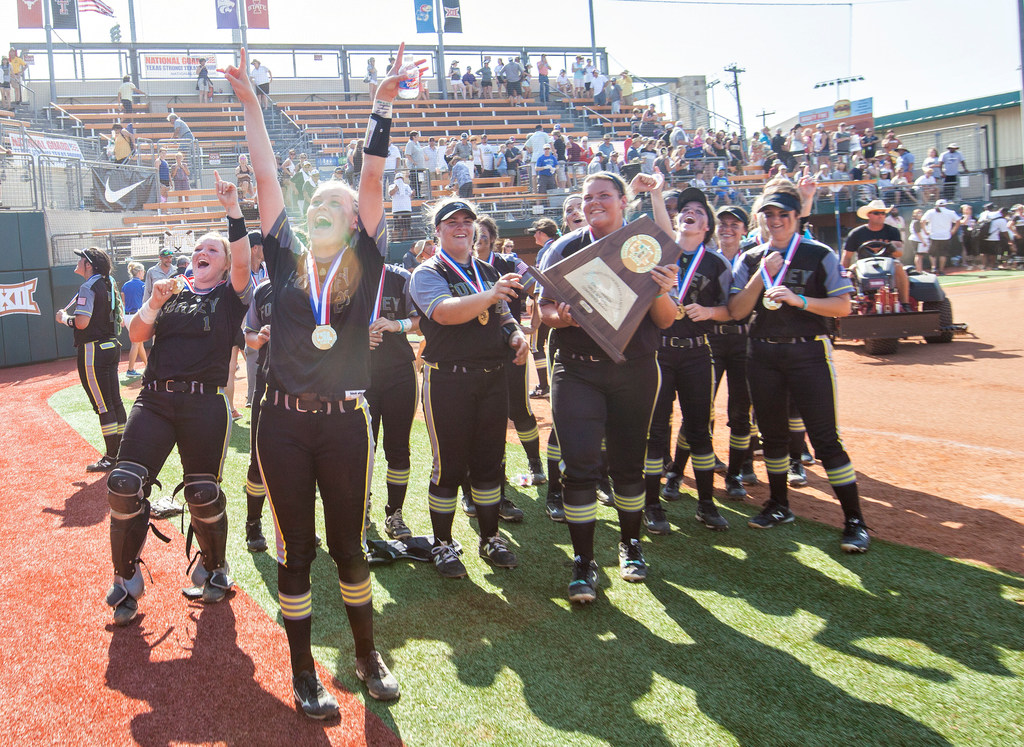A Year After Teammate S Death Forney Wins First Softball State