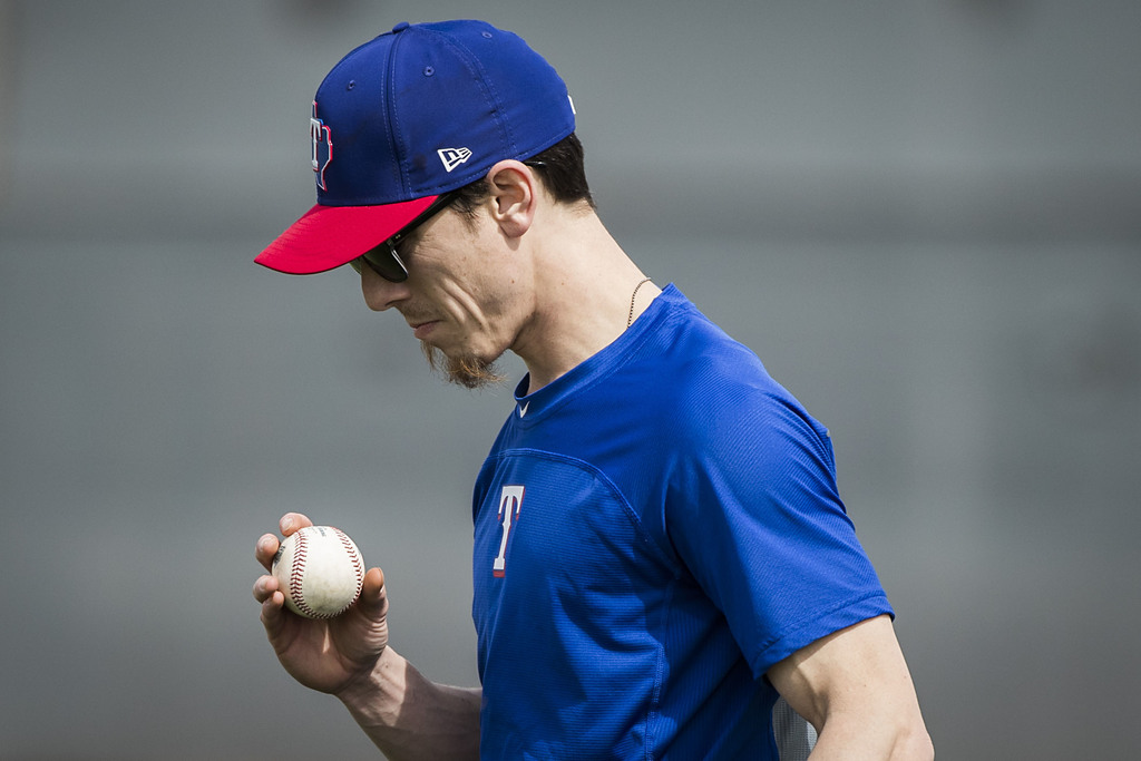 Rangers notebook: Tim Lincecum decision looms for Texas; Joey Gallo; and more