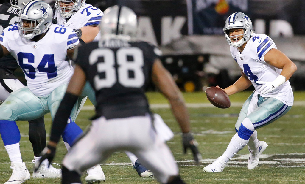 Dak Prescott needs a go-to guy in the passing game, and here's why it can't be Ezekiel Elliott...