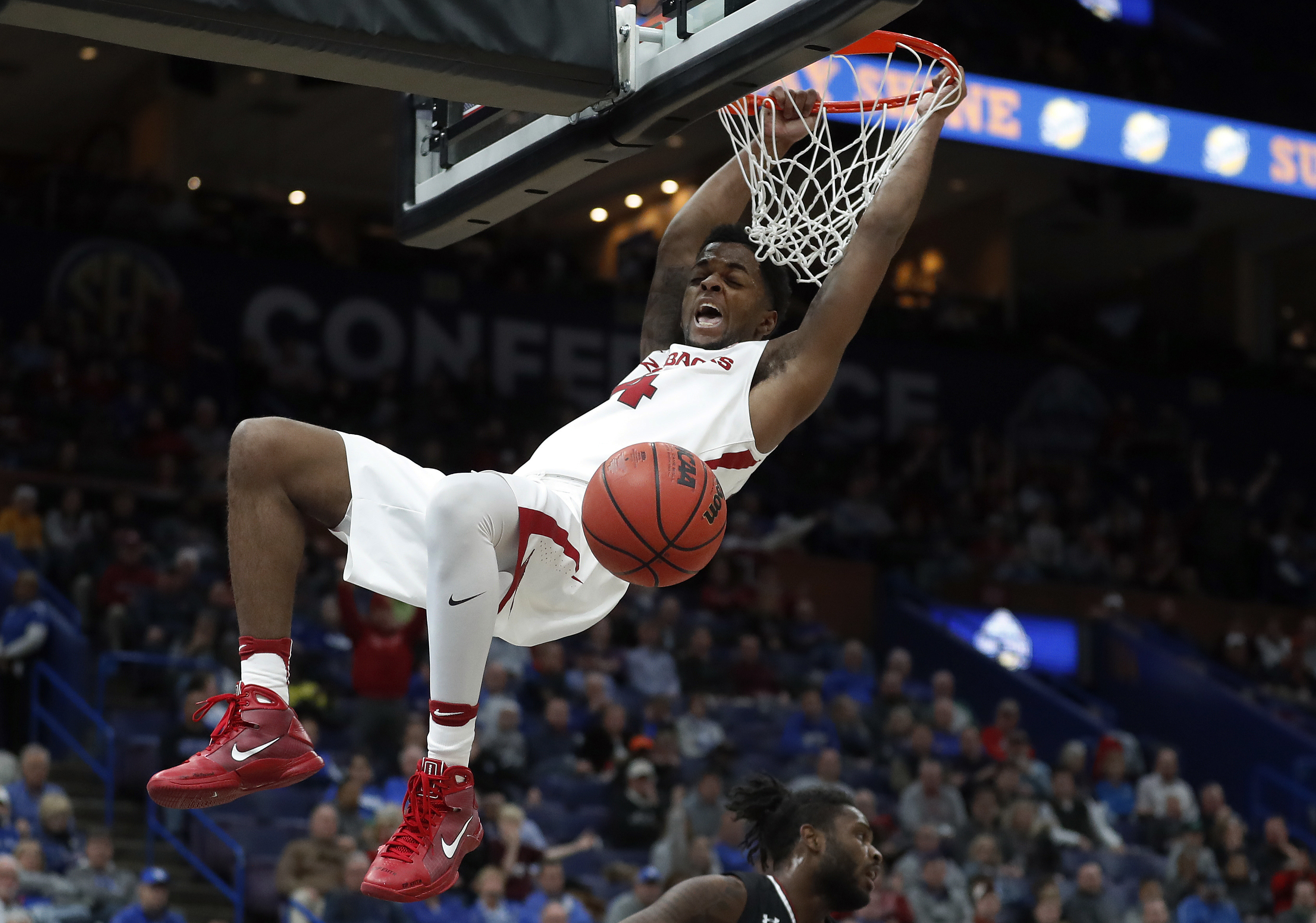 Dallas Mavericks sign Arkansas standout Daryl Macon to two-way contract