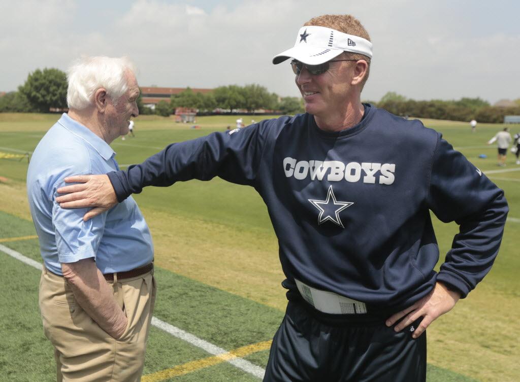 db16bdfe46a8 Dallas Cowboys  Pro Football Hall of Fame isn t short on Cowboys ...