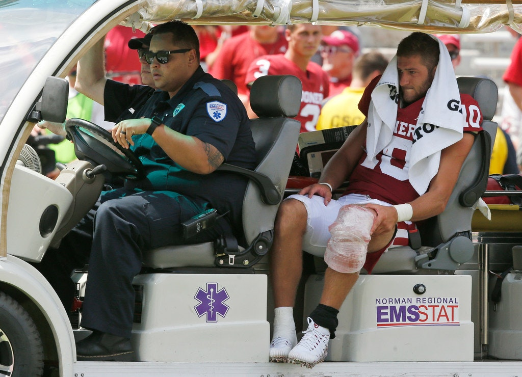 college sports  ou quarterback austin kendall leaves game after collision on sideline