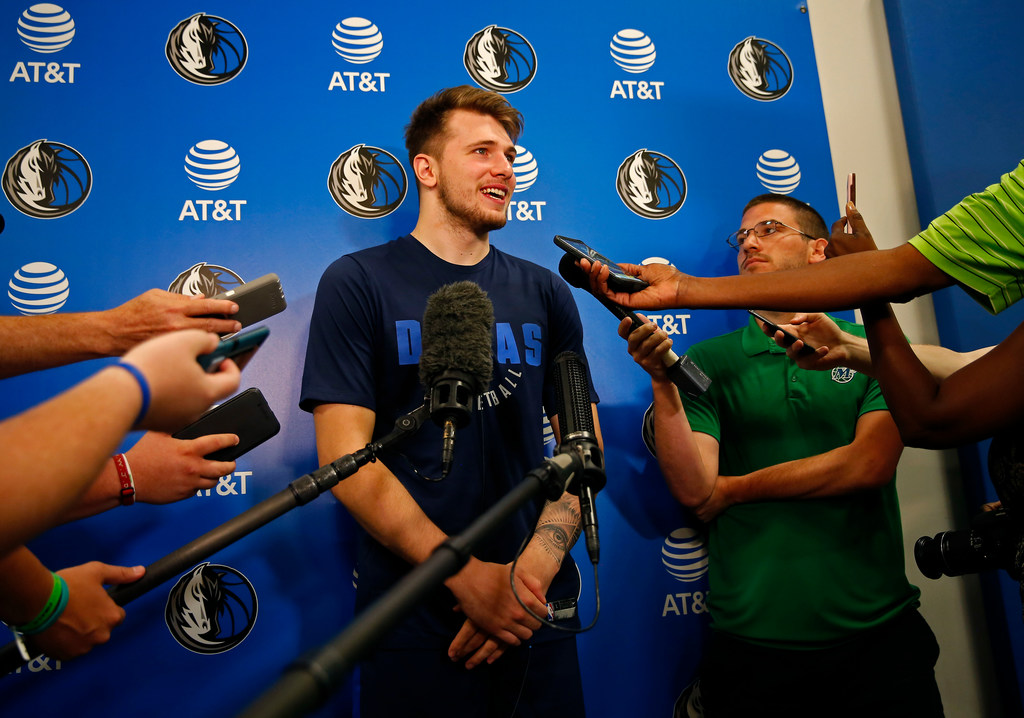 Mavs' Dennis Smith Jr. on playing alongside basketball chameleon Luka Doncic: 'His vision is crazy'