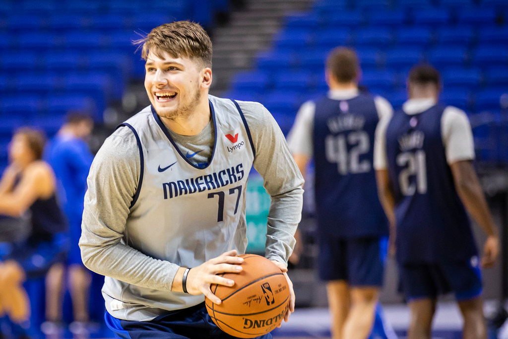 Mavs' Luka Doncic selected as Rookie of the Year favorite in annual GM survey, receives votes for best international player