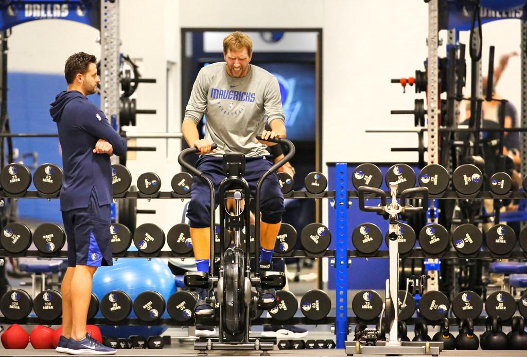 Mavericks injury update: Dirk Nowitzki weeks away from playing, Rick Carlisle says