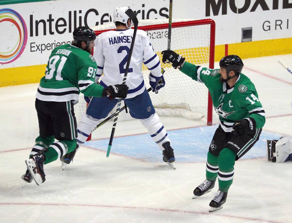 1539821064-maple-leafs-stars-hockey