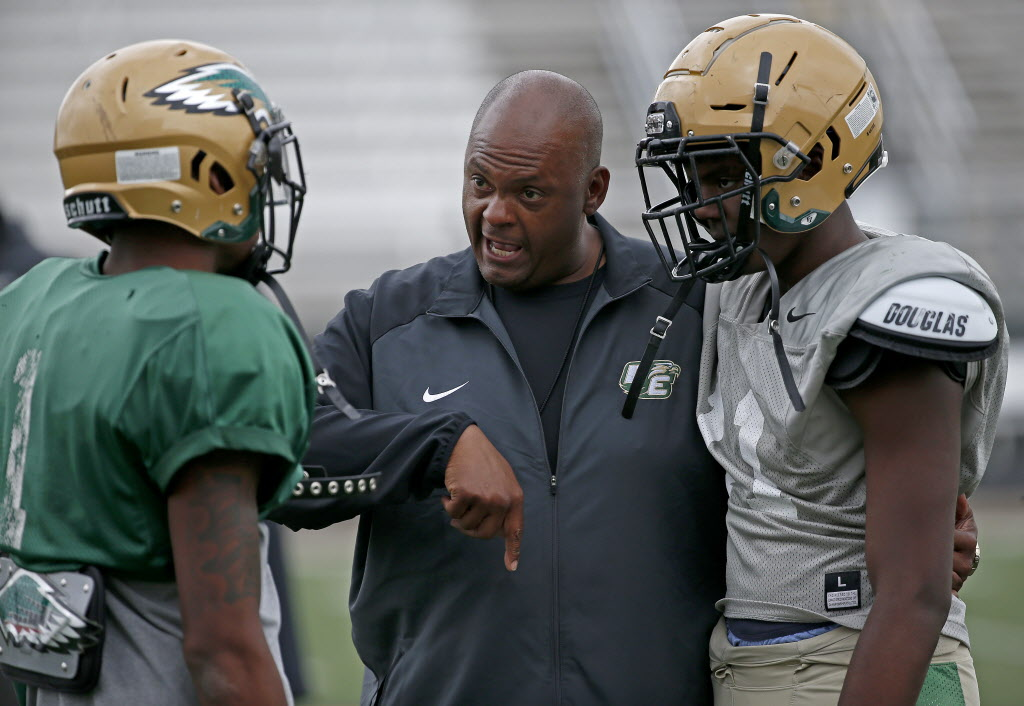 a726b576fdd Update  Mike Robinson steps down as DeSoto head football coach  Todd  Peterman says he s not interested in reunion