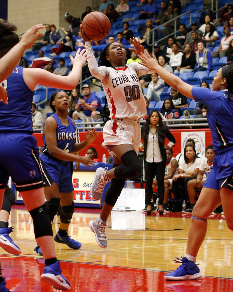 2aa1864c9ee0 Saturday s Girls holiday hoops roundup  Cedar Hill holds off Conway   Lincoln pulls away against Summer Creek