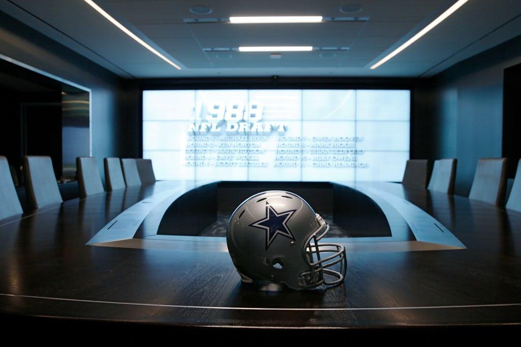 Jon Machota's seven-round Cowboys mock draft: Dallas lands versatile defenders, Ezekiel Elliott's new backup