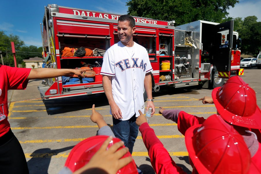 Texas Rangers to retire Michael Young's No. 10 on Aug. 31