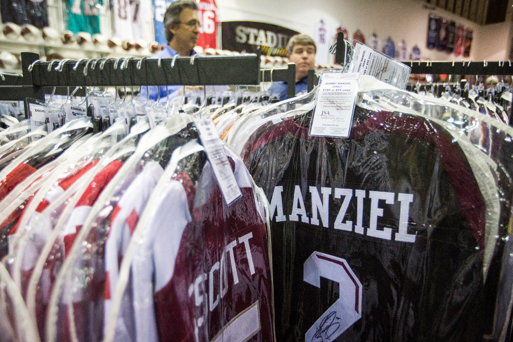 cheap for discount 02da6 dfcc0 Police investigating theft of stolen Johnny Manziel jersey ...